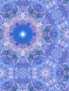 Perfección , armonía, equilibrio de la molécula de agua que ha recibido Amor: los átomos responden a nuestros sentimientos