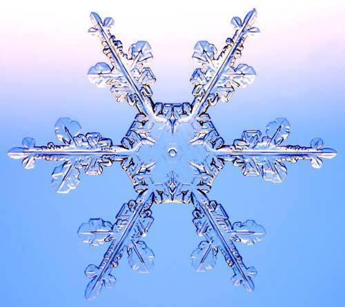 Cristal de agua pura: simetría perfecta