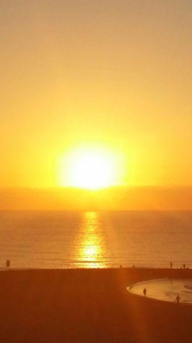 """La Luz que """"da"""" el Sol también Le pertenece mientras te calienta. No hay perdida en el """"dar"""""""